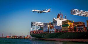 Jak mocowane są kontenery na statku